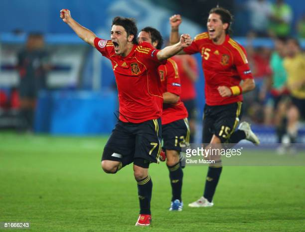 David Villa of Spain celebrates victory with team mates in the UEFA EURO 2008 Quarter Final match between Spain and Italy at Ernst Happel Stadion on...