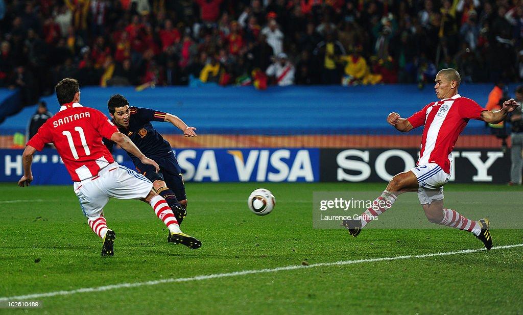 Paraguay v Spain: 2010 FIFA World Cup - Quarter Finals : Foto di attualità