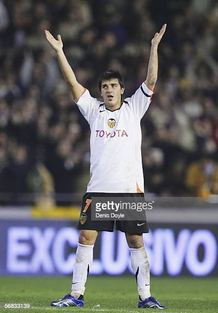 David Villar of Valencia salutes the crowd after his side beat Barcelona 1-0 in the Primera Liga match between Valencia and Barcelona at the Mestalla...