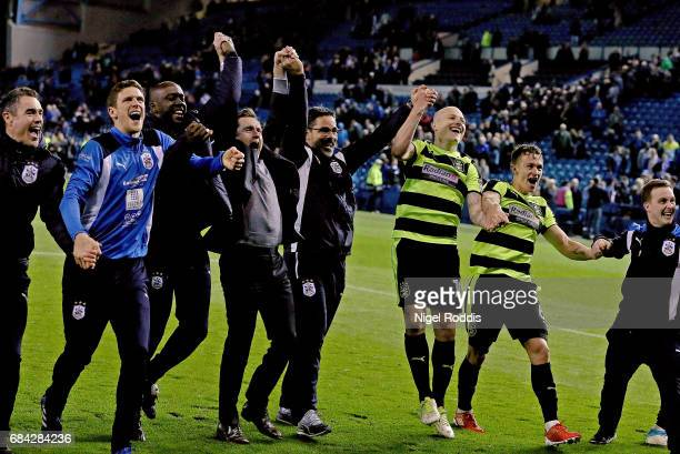 David Wagner Manager of Huddersfield Town and his players celebrate after the Sky Bet Championship play off semi final second leg match between...