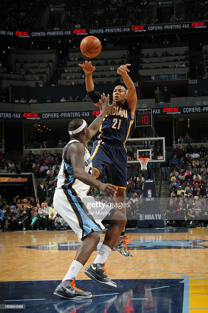 David West #21 of the Indiana Pacers passes the ball against the Memphis Grizzlies on January 21, 2013 at FedExForum in Memphis, Tennessee.