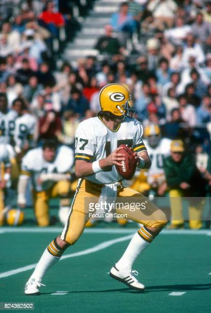 David Whitehurst of the Green Bay Packers drops back to pass against the Philadelphia Eagles during an NFL game November 51978 at Veterans Stadium in...