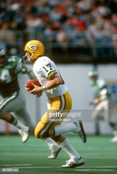David Whitehurst of the Green Bay Packers runs with the ball against the Philadelphia Eagles during an NFL game November 51978 at Veterans Stadium in...