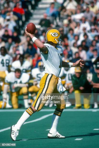 David Whitehurst of the Green Bay Packers throws a pass against the Philadelphia Eagles during an NFL game November 51978 at Veterans Stadium in...