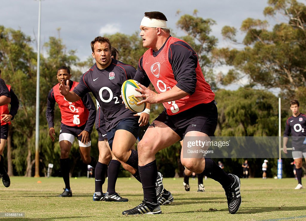 David Wilson runs with the ball during a England rugby training session at McGillivray Oval on June 5, 2010 in Perth, Australia.