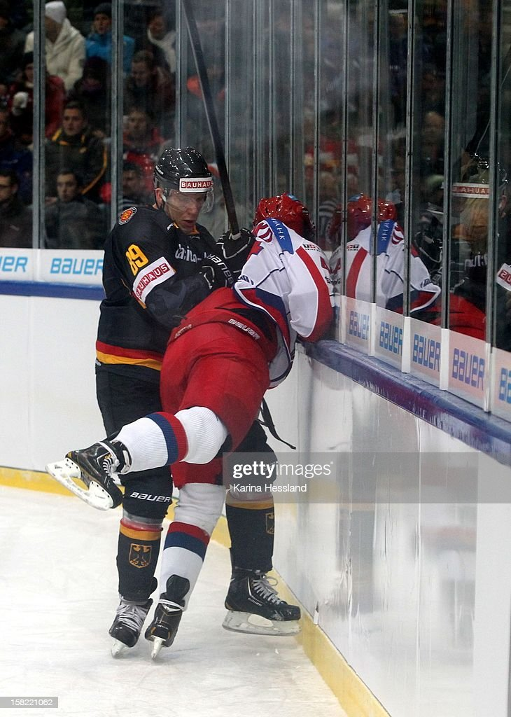 David Wolf of Germany challenges Alexei Marchenko of Russia during the Top Teams Sochi match between Germany and Russia at Kuechwaldhalle on December 11, 2012 in Chemnitz, Germany.