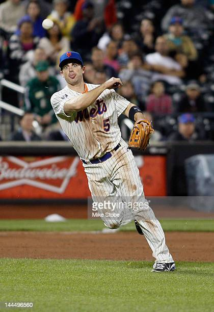David Wright of the New York Mets plays the ball against the Milwaukee Brewers at Citi Field on May 14 2012 in the Flushing neighborhood of the...