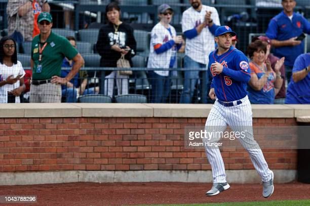 David Wright of the New York Mets runs to the dugout during the fourth inning against the Miami Marlins at Citi Field on September 30 2018 in the...