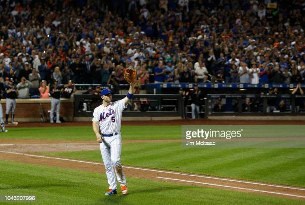 David Wright of the New York Mets waves to the crowd as he leaves a game in the fifth inning against the Miami Marlins at Citi Field on September 29...