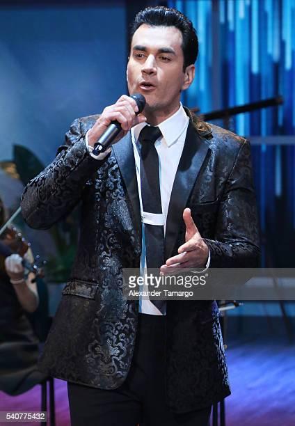 David Zepeda is seen performing on the set of 'El Gordo y La Flaca' at Univision Studios on June 16 2016 in Miami Florida