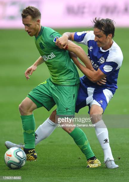 David Zurutuza of Real Sociedad is tackled by Tomás Pina of Deportivo Alaves during the Liga match between Deportivo Alaves and Real Sociedad at...