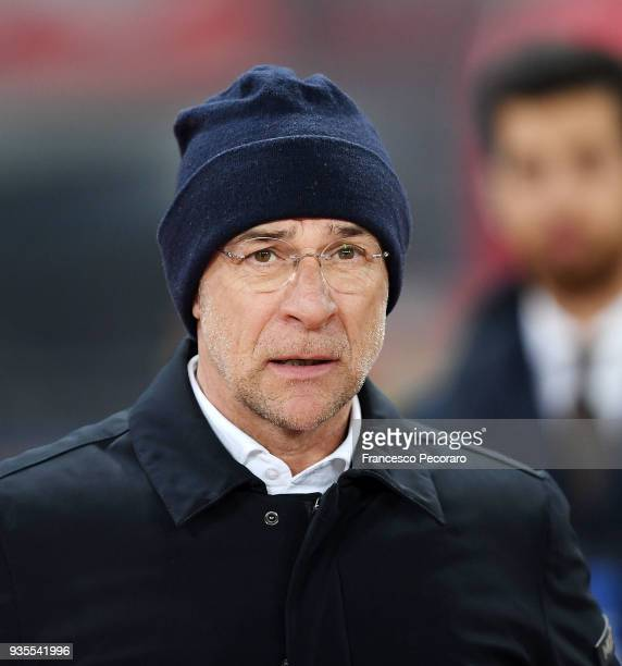 Davide Ballardini coach of CFC Genoa looks on during the serie A match between SSC Napoli v Genoa CFC at Stadio San Paolo on March 18 2018 in Naples...