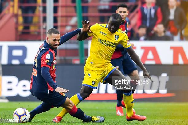 Davide Biraschi of Genoa and Yussif Chibsah of Frosinone vie for the ball during the Serie A match between Genoa CFC and Frosinone Calcio at Stadio...