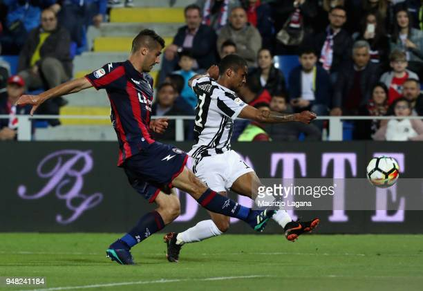 Davide Faraoni of Crotone competes for the ball with Douglas Costa of Juvnetus during the serie A match between FC Crotone and Juventus at Stadio...