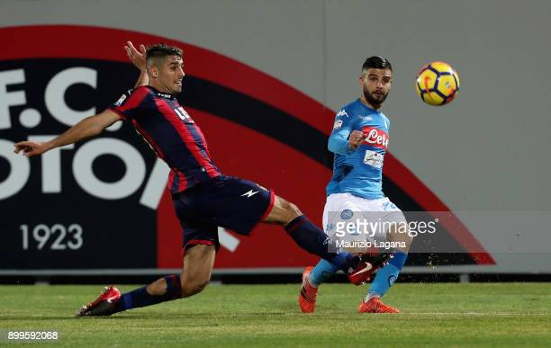 Davide Faraoni of Crotone competes for the ball with Lorezno Insigne of Napoli during the serie A match between FC Crotone and SSC Napoli at Stadio...