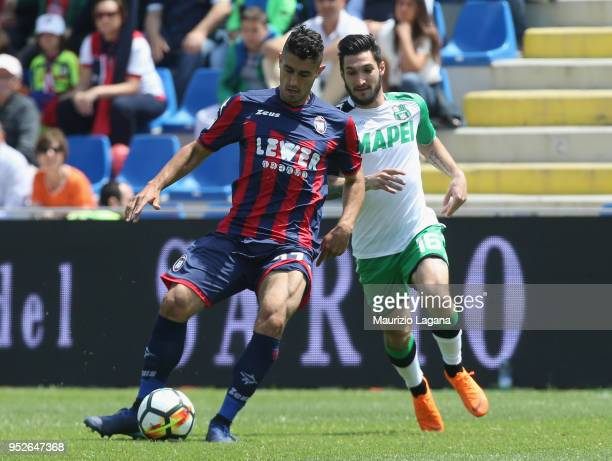 Davide Faraoni of Crotone competes for the ball with Matteo Politano of Sassuolo during the serie A match between FC Crotone and US Sassuolo at...