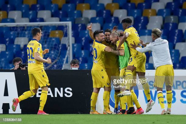 Davide Faraoni of Hellas Verona celebrates after scoring first goal during the Serie A match between SSC Napoli and Hellas Verona at Stadio Diego...