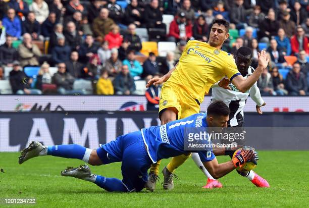 Davide Faraoni of Hellas Verona competes for the ball with Juan Musso of Udinese Calcio during the Serie A match between Udinese Calcio and Hellas...