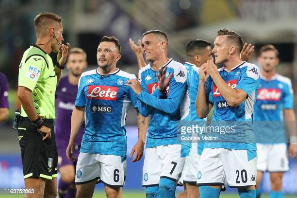 Davide MAssa refee and all players of SSC Napoli during the Serie A match between ACF Fiorentina and SSC Napoli at Stadio Artemio Franchi on August...