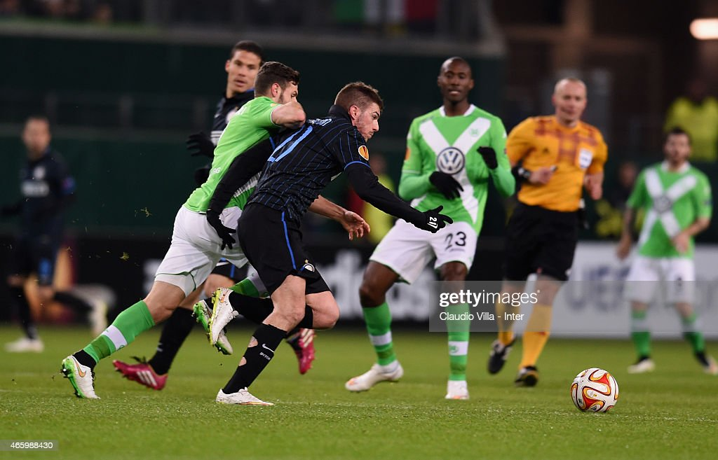 VfL Wolfsburg v FC Internazionale Milano - UEFA Europa League Round of 16 : News Photo
