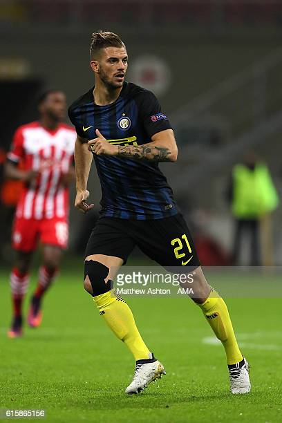 Davide Santon of Inter in action during the UEFA Europa League match between FC Internazionale Milano and Southampton FC at Giuseppe Meazza Stadium...