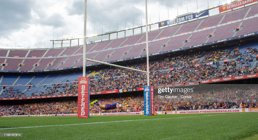 Catalans Dragons V Wigan Warriors. Nou Camp, Barcelona. : News Photo