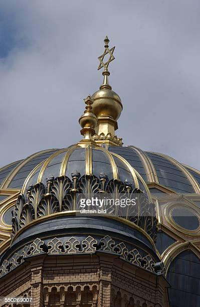 Davidsstern auf der Kuppel der jüdischen Synagoge in der Oranienburger Straße in Berlin