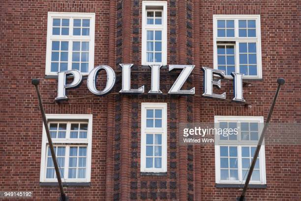 davidwache police station, reeperbahn, st. pauli, hamburg, germany - reeperbahn stock pictures, royalty-free photos & images