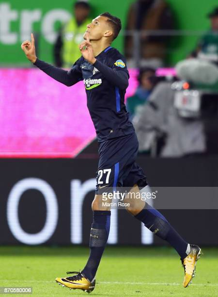 Davie Selke of Berlin celebrates his team's third goal during the Bundesliga match between VfL Wolfsburg and Hertha BSC at Volkswagen Arena on...
