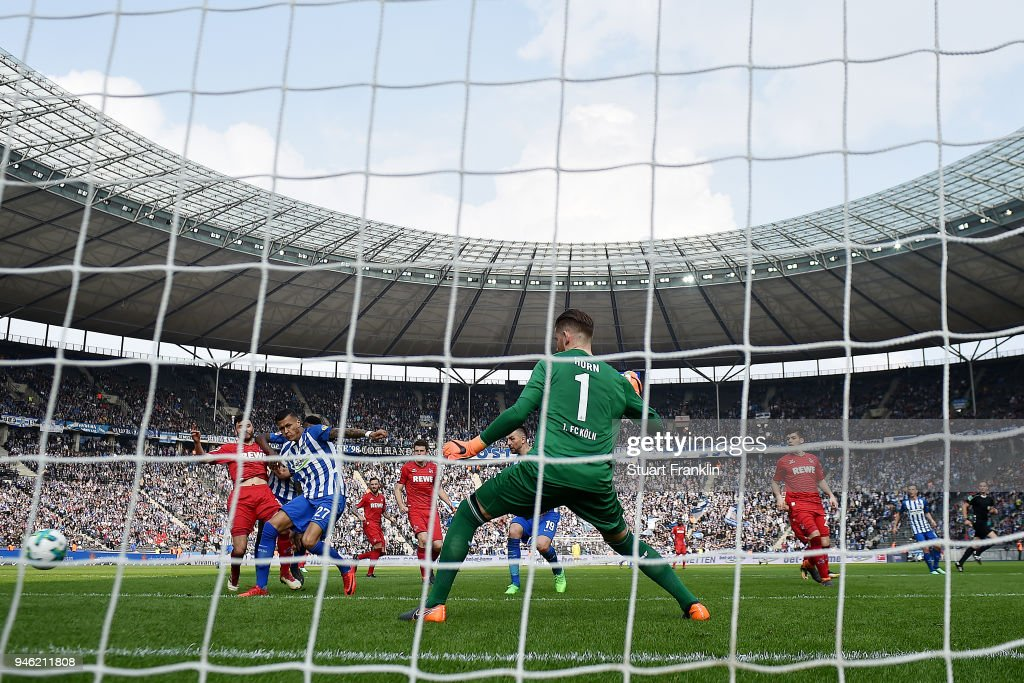 Davie Selke of Berlin (left 27) scores a goal to make it 2:1 during the Bundesliga match between Hertha BSC and 1. FC Koeln at Olympiastadion on April 14, 2018 in Berlin, Germany.