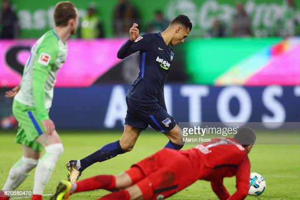 Davie Selke of Berlin scores his team's third goal past goalkeeper Koen Casteels of Wolfsburg during the Bundesliga match between VfL Wolfsburg and...