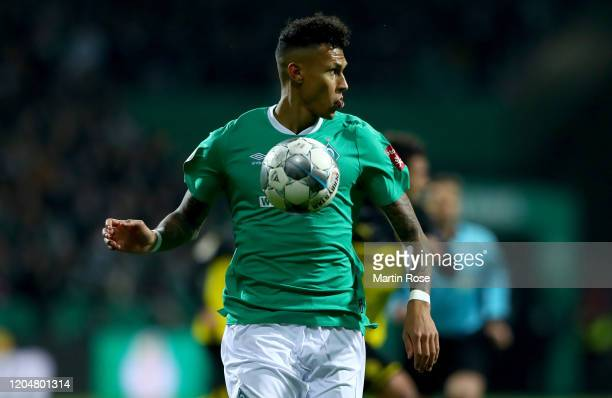 Davie Selke of Bremen runs with the ball during the DFB Cup round of sixteen match between SV Werder Bremen and Borussia Dortmund at Wohninvest...