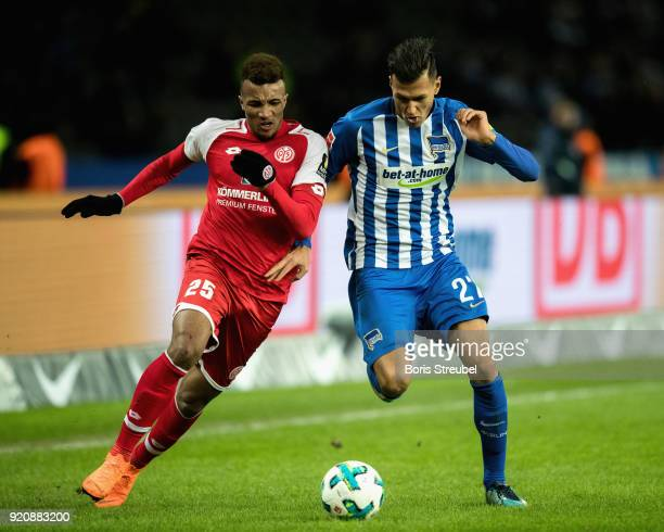 Davie Selke of Hertha BSC battles for the ball with JeanPhilippe Gbamin of 1 FSV Mainz 05 during the Bundesliga match between Hertha BSC and 1 FSV...