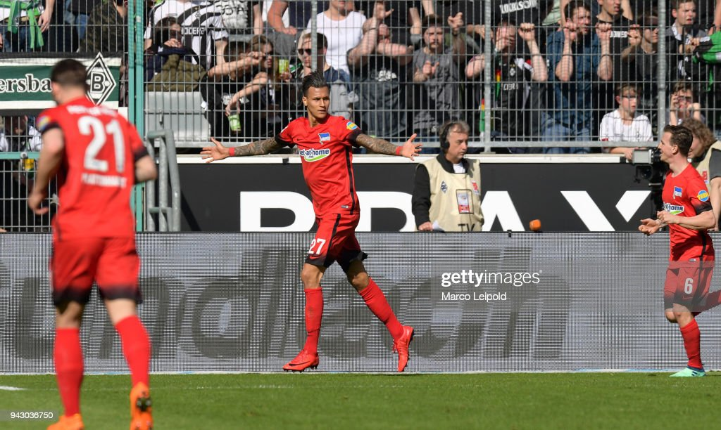 Davie Selke of Hertha BSC celebrates after scoring the 0:1 during the Bundesliga game between Borussia Moenchengladbach and Hertha BSC at Borussia Park Stadion on April 7, 2018 in Moenchengladbach, Germany.