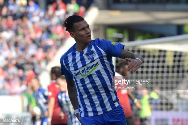 Davie Selke of Hertha BSC celebrates after scoring the 31 during the Bundesliga game between Hannover 96 and Hertha BSC at HDI Arena on May 5 2018 in...