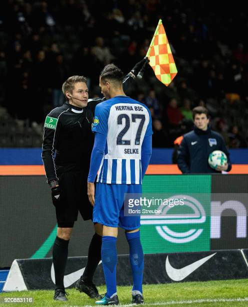 Davie Selke of Hertha BSC reacts with the linesman during the Bundesliga match between Hertha BSC and 1 FSV Mainz 05 at Olympiastadion on February 16...