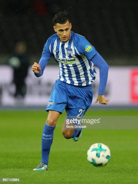 Davie Selke of Hertha BSC runs with the ball during the Bundesliga match between Hertha BSC and Hannover 96 at Olympiastadion on December 13 2017 in...