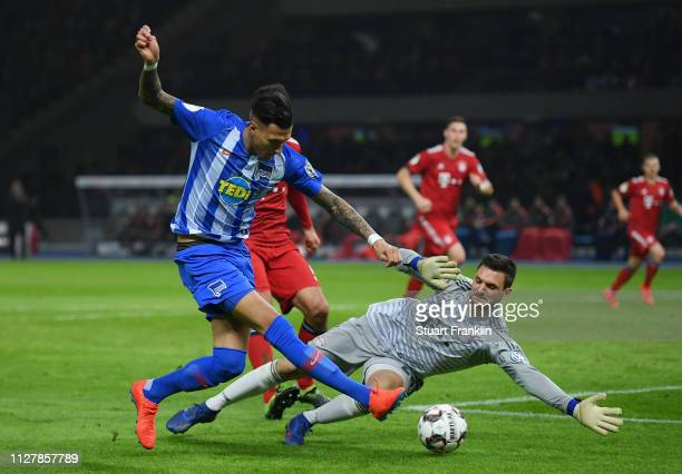 Davie Selke of Hertha BSC scores his sides second goal during the DFB Cup match between Hertha BSC and FC Bayern Muenchen at Olympiastadion on...