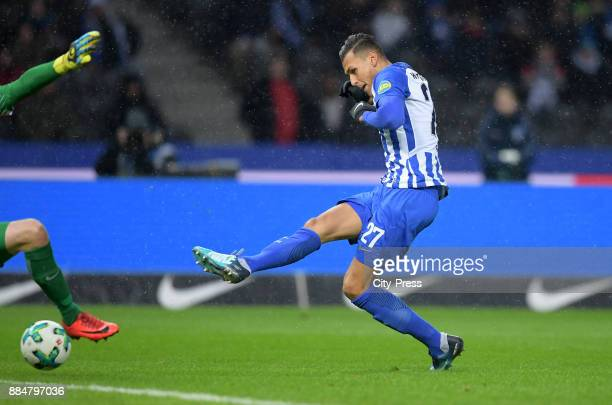 Davie Selke of Hertha BSC scores the 10 during the game between Hertha BSC and the Eintracht Frankfurt on december 3 2017 in Berlin Germany