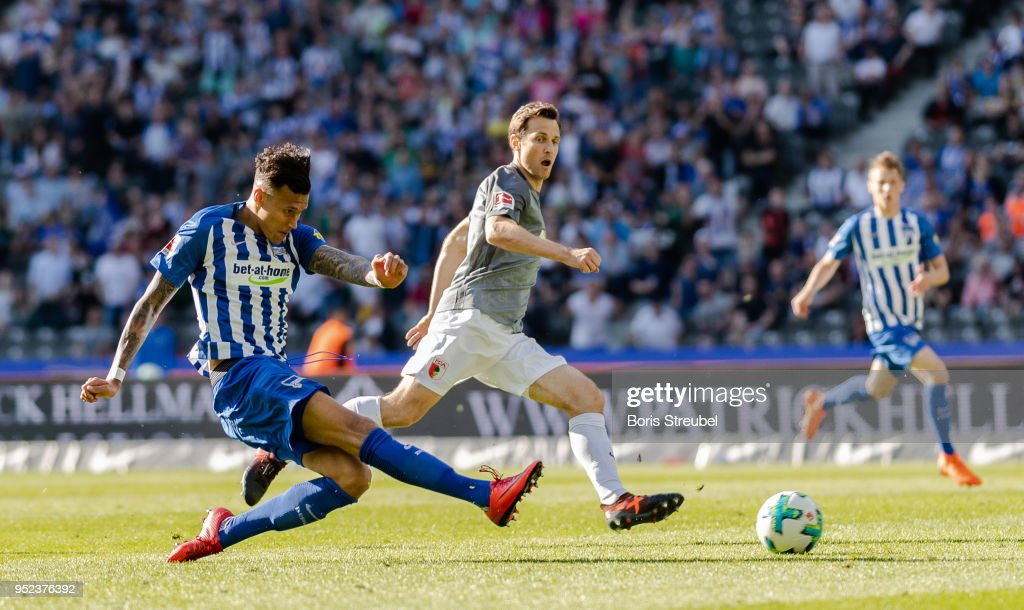 Davie Selke of Hertha BSC scores the equalizer during the Bundesliga match between Hertha BSC and FC Augsburg at Olympiastadion on April 28, 2018 in Berlin, Germany.