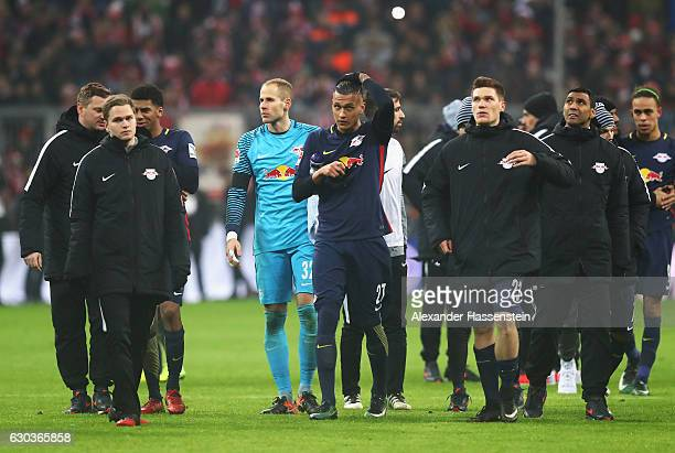 Davie Selke of RB Leipzig and his RB Leipzig team mates look dejected after the final whistle during the Bundesliga match between Bayern Muenchen and...