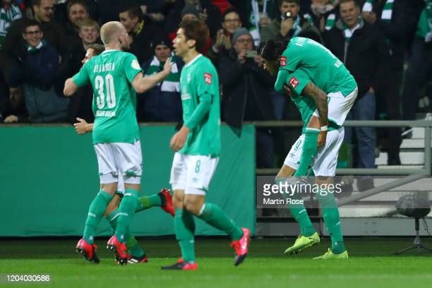 Davie Selke of SV Werder Bremen celebrates with his team mates after scoring his team's first goal during the DFB Cup round of sixteen match between...