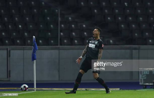 Davie Selke of Werder Bremen celebrates after scoring their team's first goal from the penalty spot during the Bundesliga match between Hertha BSC...