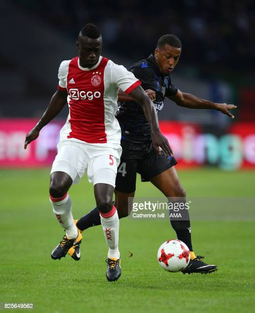 Davinson Sanchez of Ajax and Alassane Plea of OGC Nice during the UEFA Champions League Qualifying Third Round match between Ajax and OSC Nice at...