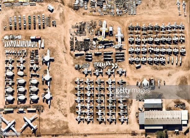 davis-monthan afb, tucson, az, largest aircraft boneyard in the world - luftfahrzeug stock-fotos und bilder