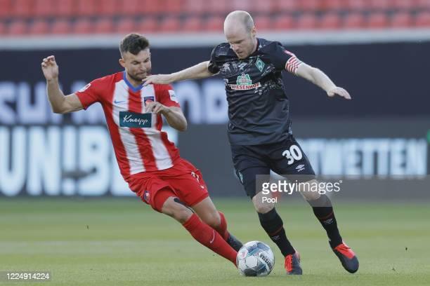 Davy Klaassen of Bremen in action against Denis Thomalla of Heidenheim during the Bundesliga playoff second leg match between 1. FC Heidenheim and...