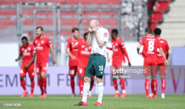 Davy Klaassen of Bremen reacts after the third goal of Mainz during the Bundesliga match between 1 FSV Mainz 05 and SV Werder Bremen at Opel Arena on...