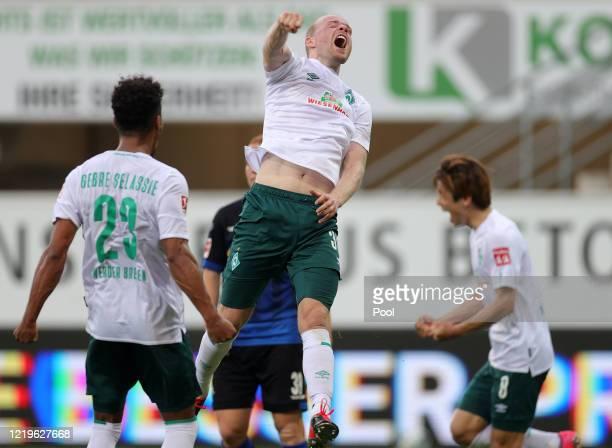 Davy Klaassen of SV Werder Bremen celebrates after scoring his team's third goal during the Bundesliga match between SC Paderborn 07 and SV Werder...