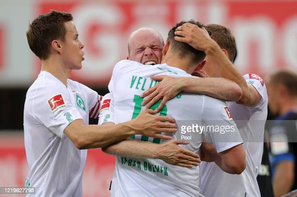 Davy Klaassen of SV Werder Bremen celebrates with team mates after scoring his side's third goal during the Bundesliga match between SC Paderborn 07...