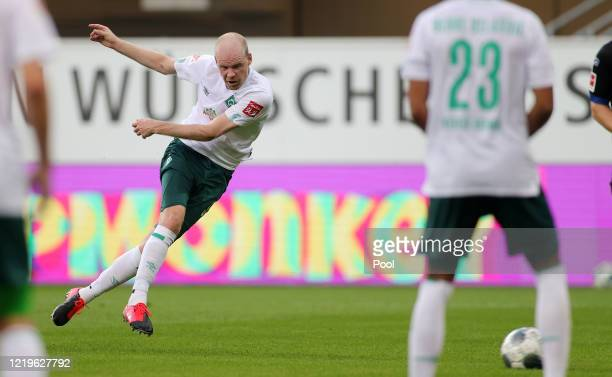 Davy Klaassen of SV Werder Bremen scores his team's third goal during the Bundesliga match between SC Paderborn 07 and SV Werder Bremen at Benteler...